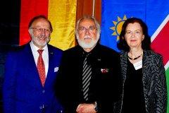 DNG-Präsident Hess, Dr. Eichler mit Frau