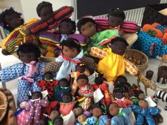 Frau Döbberts Puppenshop des Matukondjo Dolls Project